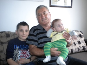 0-Bunicu' cu cei 2 nepoti  - EMANUEL si ANDREI !