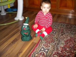 Andrei cu cadoul de la Bunica JENI, 30-11-2014 !